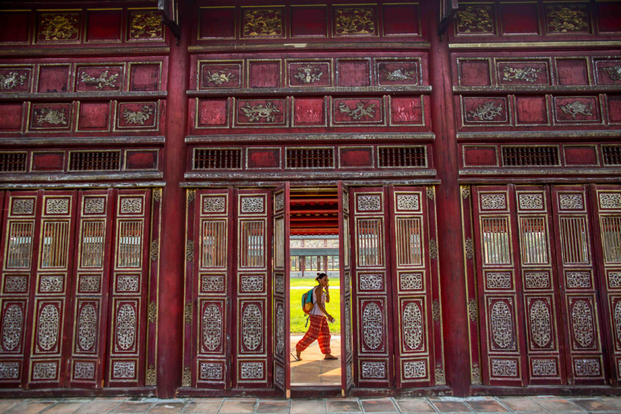Vietnam, Forbidden City in Hue, seen through an open door