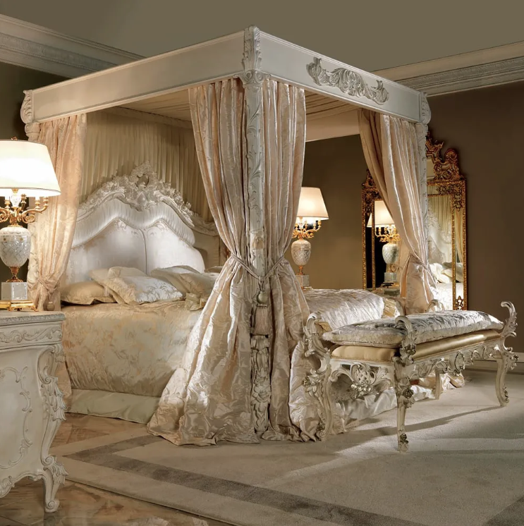 extravagant 4 poster bed, chaise longue