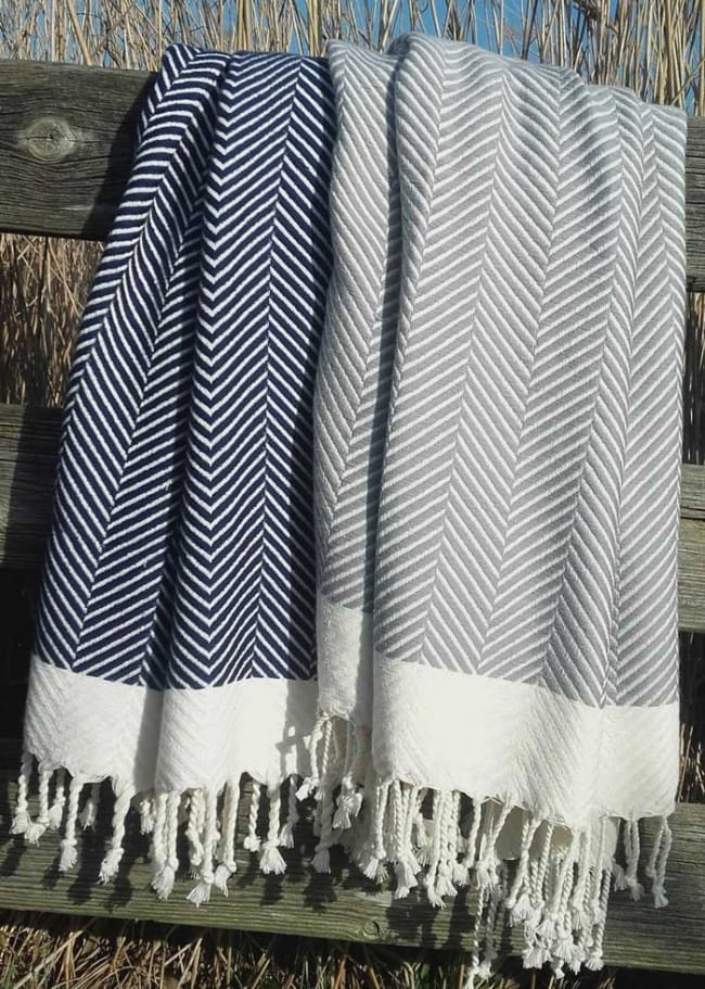 2 large hammam towels in dark blue and soft grey herringbone pattern. Packing like a pro