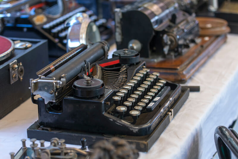 Add personality to your interiors, vintage typewriter, French flea market